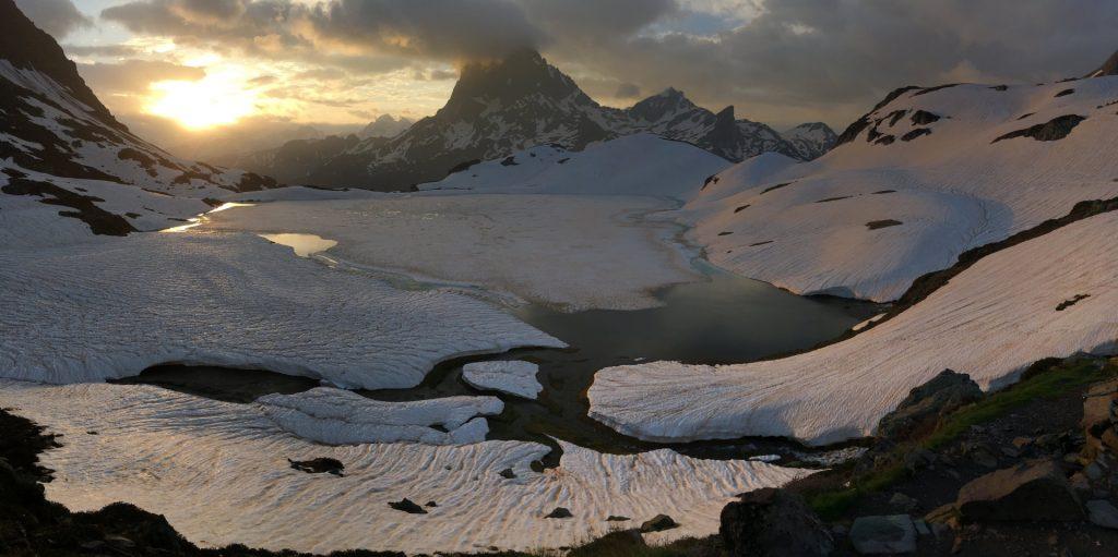 Lac d'Ayous et le Pic du Midi d'Ossau 2884m, Pyrénées Atlantiques